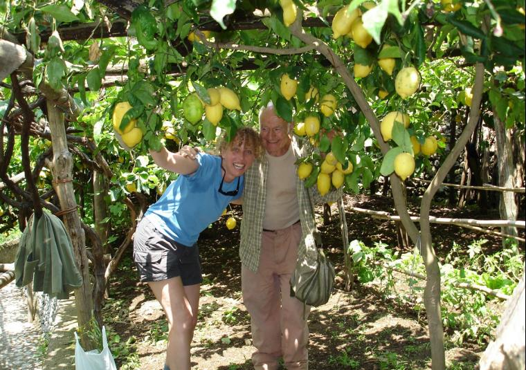 People manu  old guy undre lemons