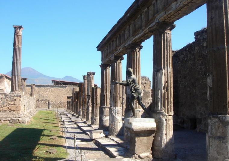 Pompeii columns  apollo