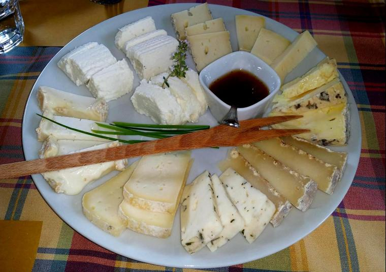 Cheese plate como walk