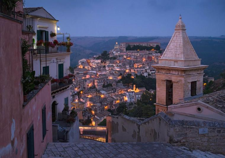 Sicilian city at night customwalks