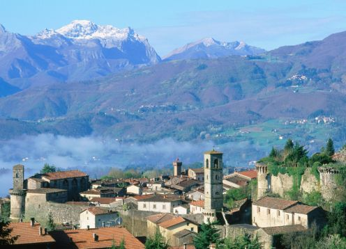 Castelnuovo di garfagnana and mountains